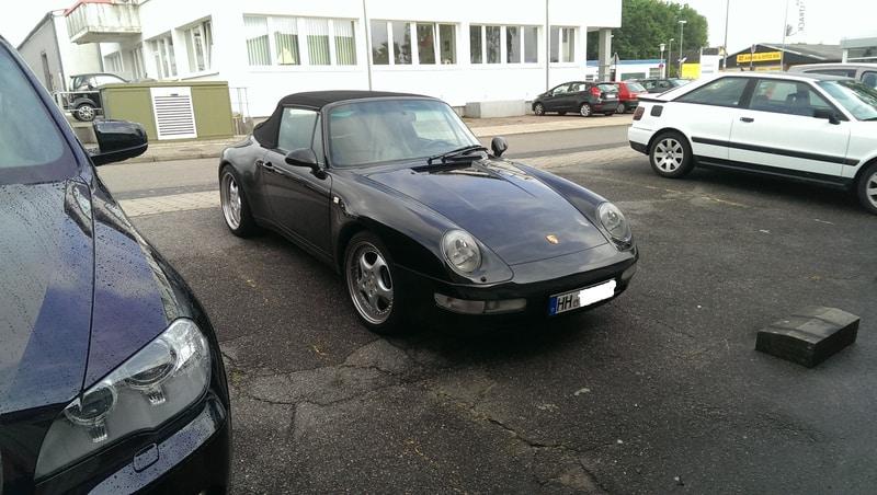Porsche Cabrio Auto-HiFi Einbaubeispiel von Finsterwalder Elektronik - Frontansicht links