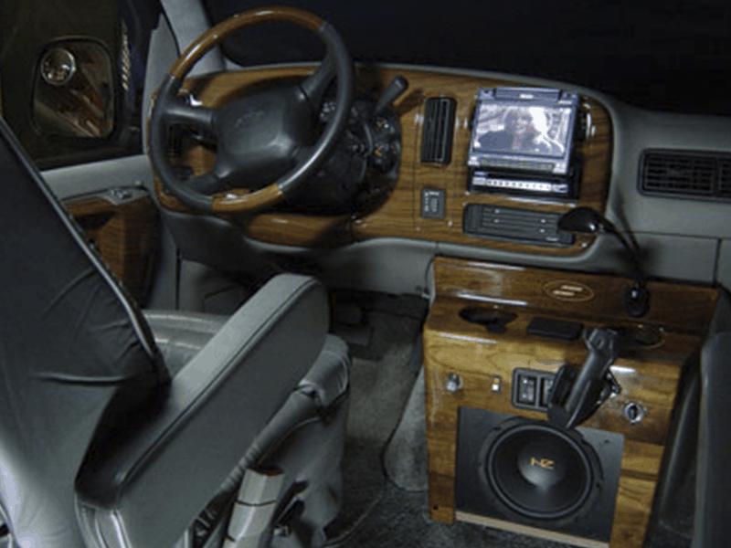 Auto HiFi Einbaubeispiel im GMC Ami Van
