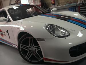 Porsche Cayman S Einbaubeispiel von Finsterwalder Elektronik