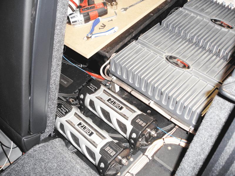 Auto HiFi Einbaubeispiel im VW Golf IV Variant