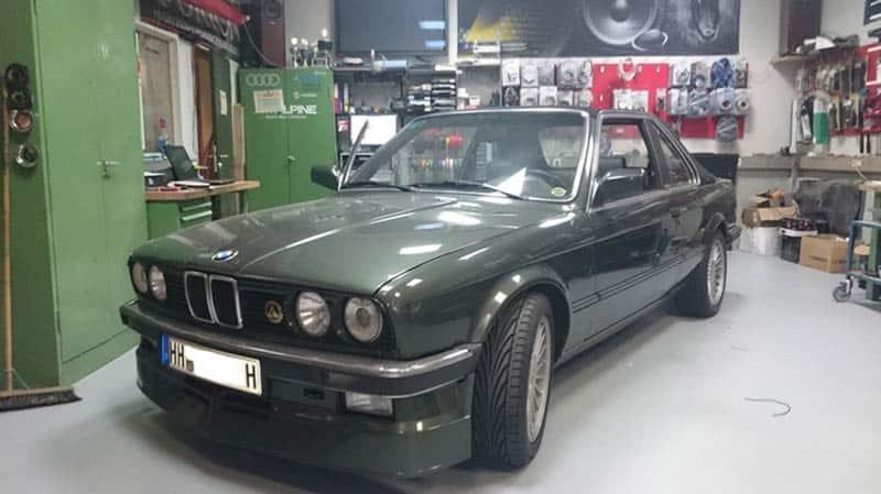 BMW E30 Car-HiFi Autoradio Einbaubeispiel