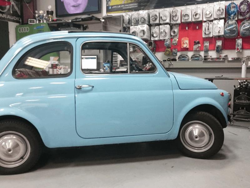 Car HiFi Einbaubeispiel im Fiat 500 Baujahr 1972