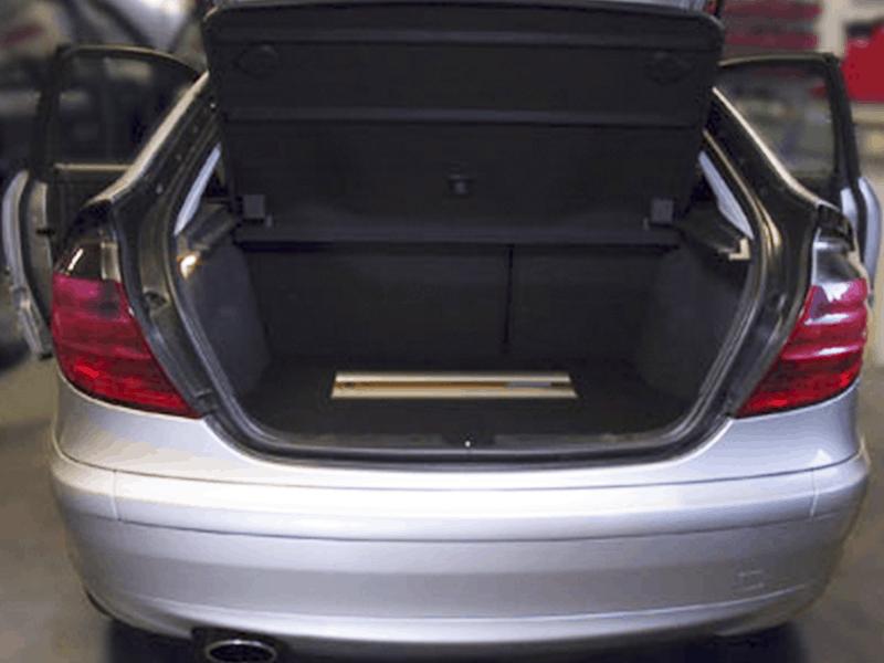 Car HiFi Einbaubeispiel im Mercedes Benz Coupe